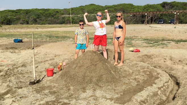 Animacia satur planet fun Stavanien hradov z piesku