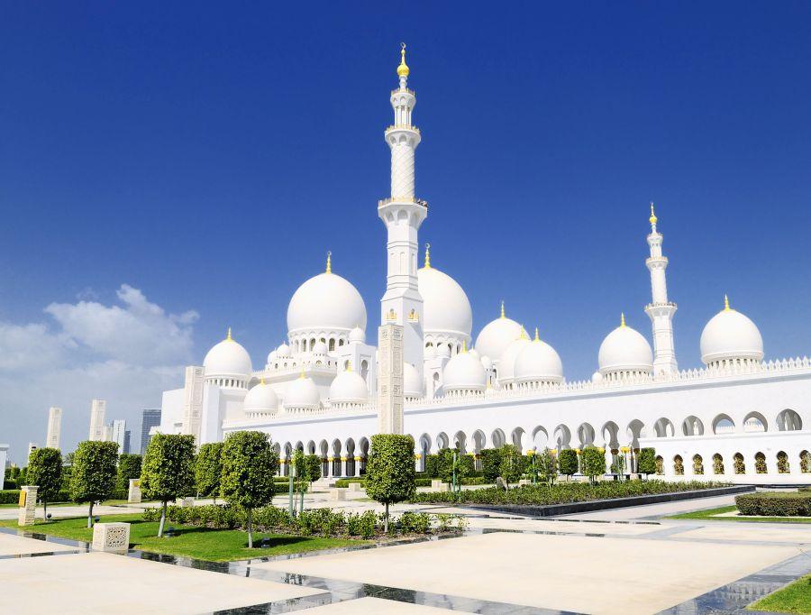 Veľkú mešitu šejka Zajída si môžete pozrieť v Spojených arabských emirátoch.
