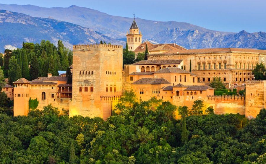 Španielska Alhambra je pamiatkou, ktorú by ste rozhodne mali navštíviť.