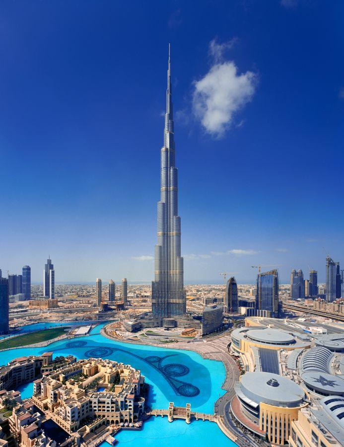 Najznámejší mrakodrap na svete sa nachádza v Dubaji, v Spojených arabských emirátoch.