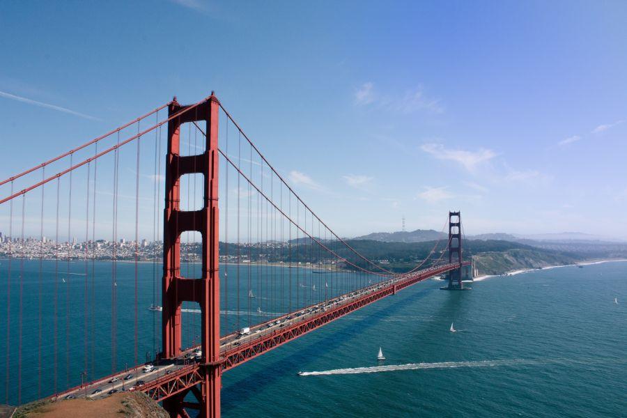 S Amerikou sa neodmysliteľne spája most Golden Gate v San Franciscu.