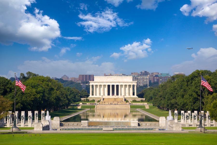 V Spojených štátoch amerických sa tiež nachádzajú miesta, ktoré stojí za to vidieť. Patrí medzi ne aj Lincolnov pamätník.