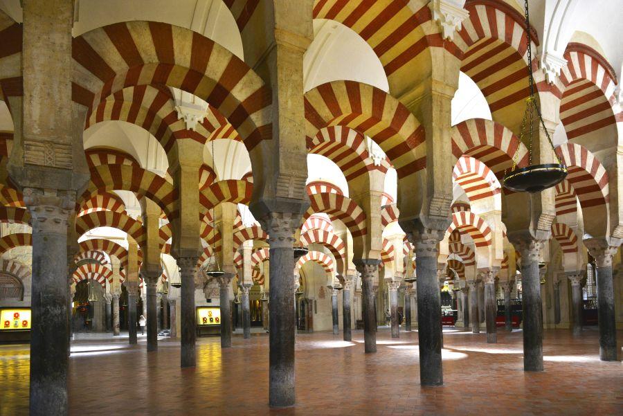 Prvky kresťanskej architektúry aj moslimskej mešity nájdete na jednom mieste v španielskej Cordobe.