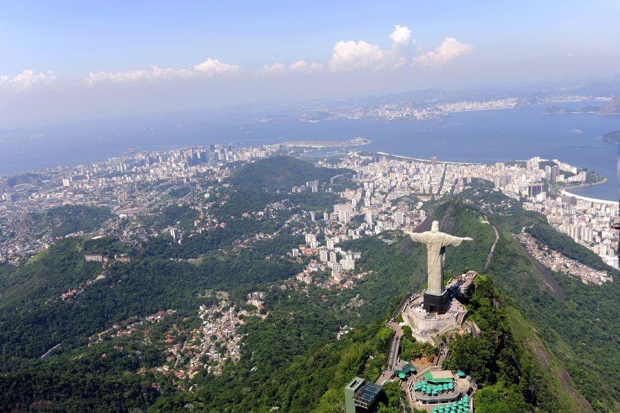 Rio de Janeiro a socha Krista - jeden z najznámejších pohľadov.