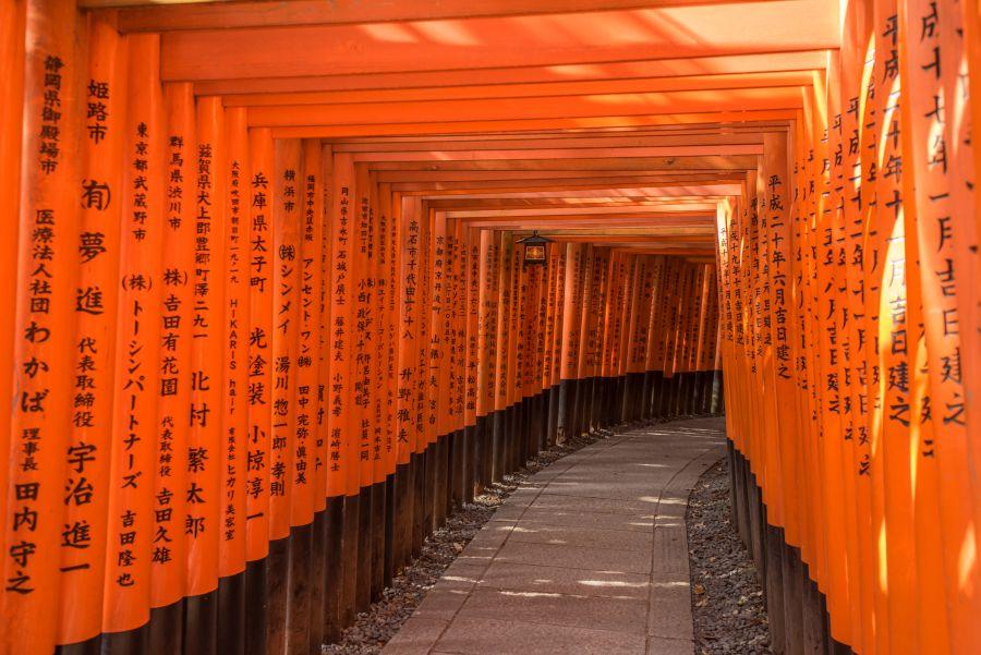 V Japonsku si nezabudnite pozrieť Svätyňu Fušimi Inari Tajša.