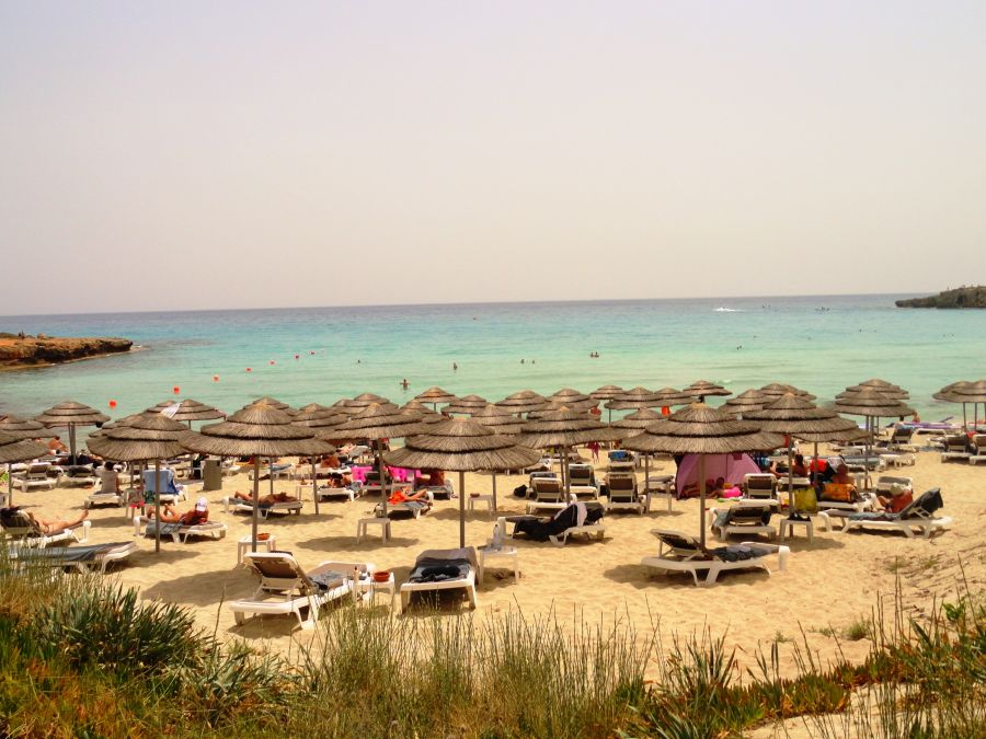 nissi beach, juzny cyprus, letna dovolenka na juznom cypre, letna dovolenka pri mori, satur