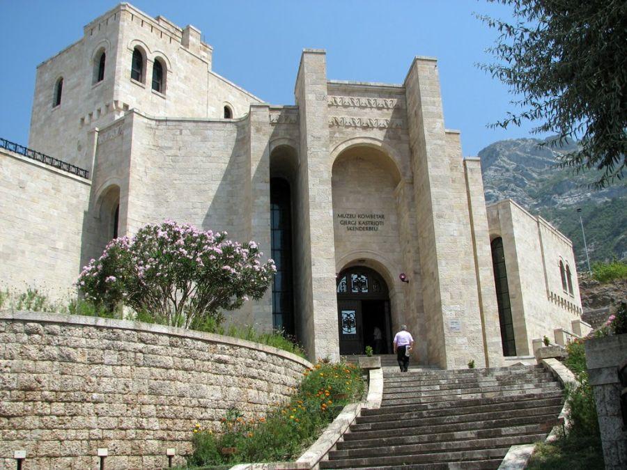 hrad kruja, albansko, pamiatky, unesco, dovolenka v albansku, letna dovolenka, dovolenka pri mori, poznavacie zajazdy