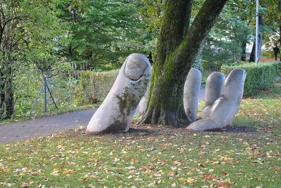 svajciarsko, socha, ruka, the caring hand, poznavaci zajazd, poznavacie zajazdy,