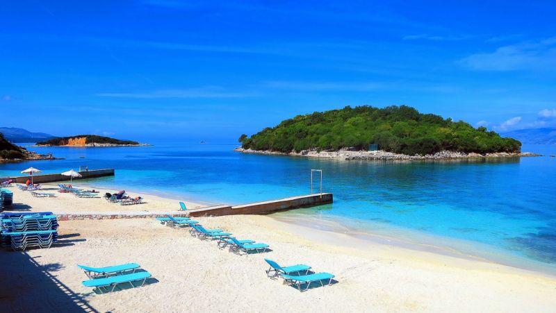 albansko, plaz ksamil, letna dovolenka v albansku, letna dovolenka pri mori, satur