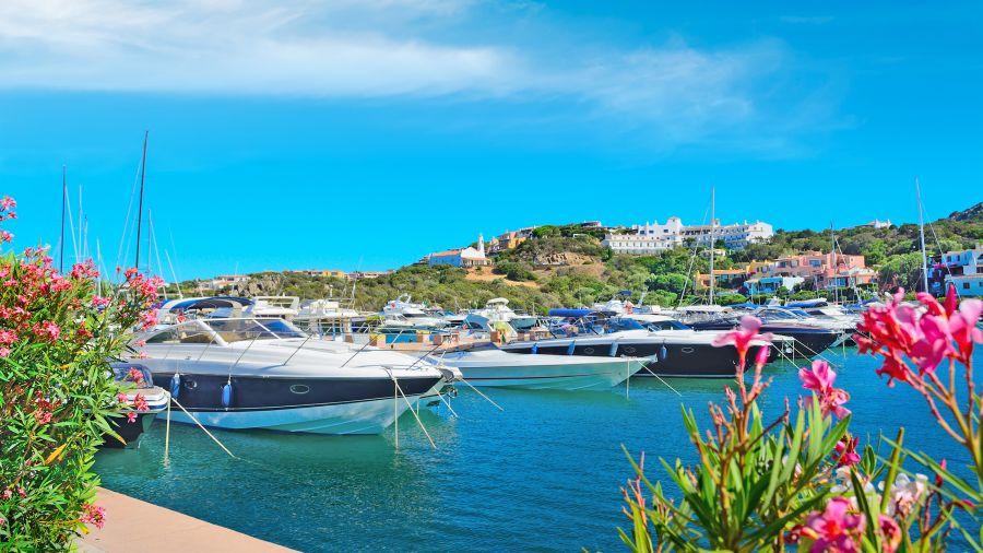 porto cervo, sardinia, letna dovolenka pri mori, letna dovolenka na sardinii, satur, letna dovolenka v taliansku