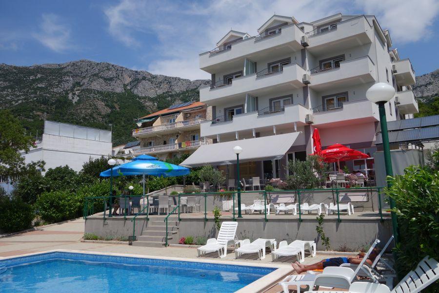 hotel lukas, gradac, chorvatsko, letna dovolenka v chorvatsku, letna dovolenka pri mori, satur