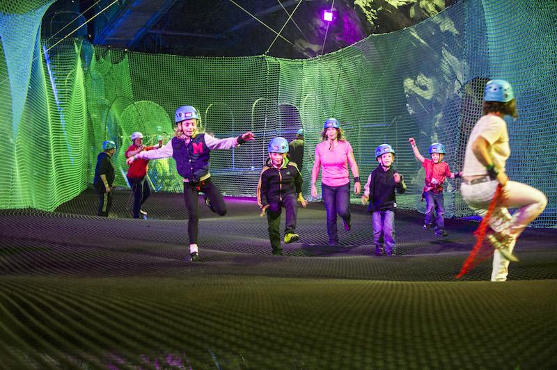 trampolina, wales, anglicko, velka britania, trampolinovy park, zabavny park, adrenalinovy park, satur