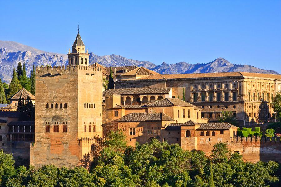 spanielsko, alhambra, zamok, palac, letna dovolenka v spanielsku, poznavaci zajazd, satur