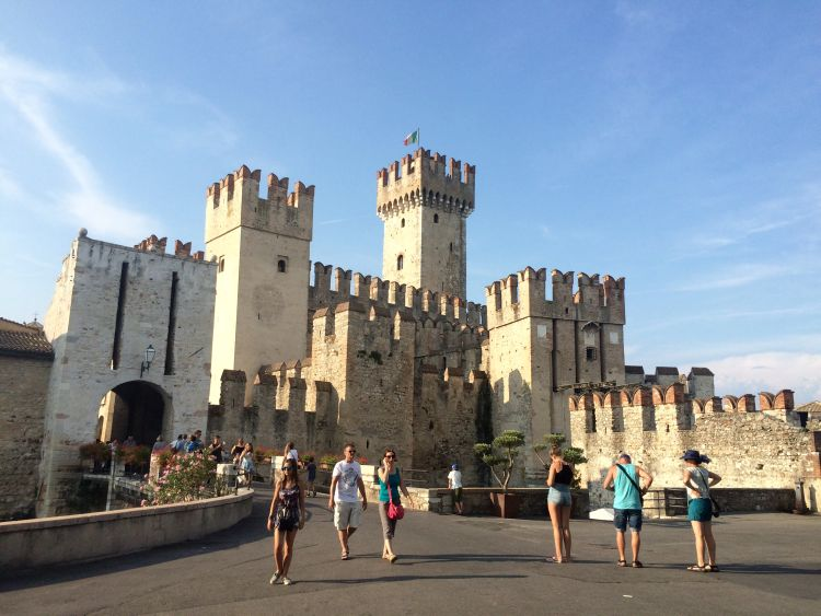 hrad v sirmione, talianske jazera, lago di garda, taliansko, dovolenka v taliansku, dovolenka v septembri, satur