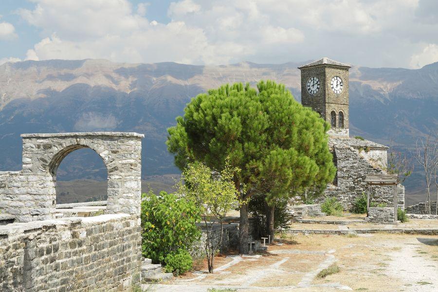 albansko, top atrakcie v albansku, dovolenka v albansku, letna dovolenka pri mori, satur, gjirokaster