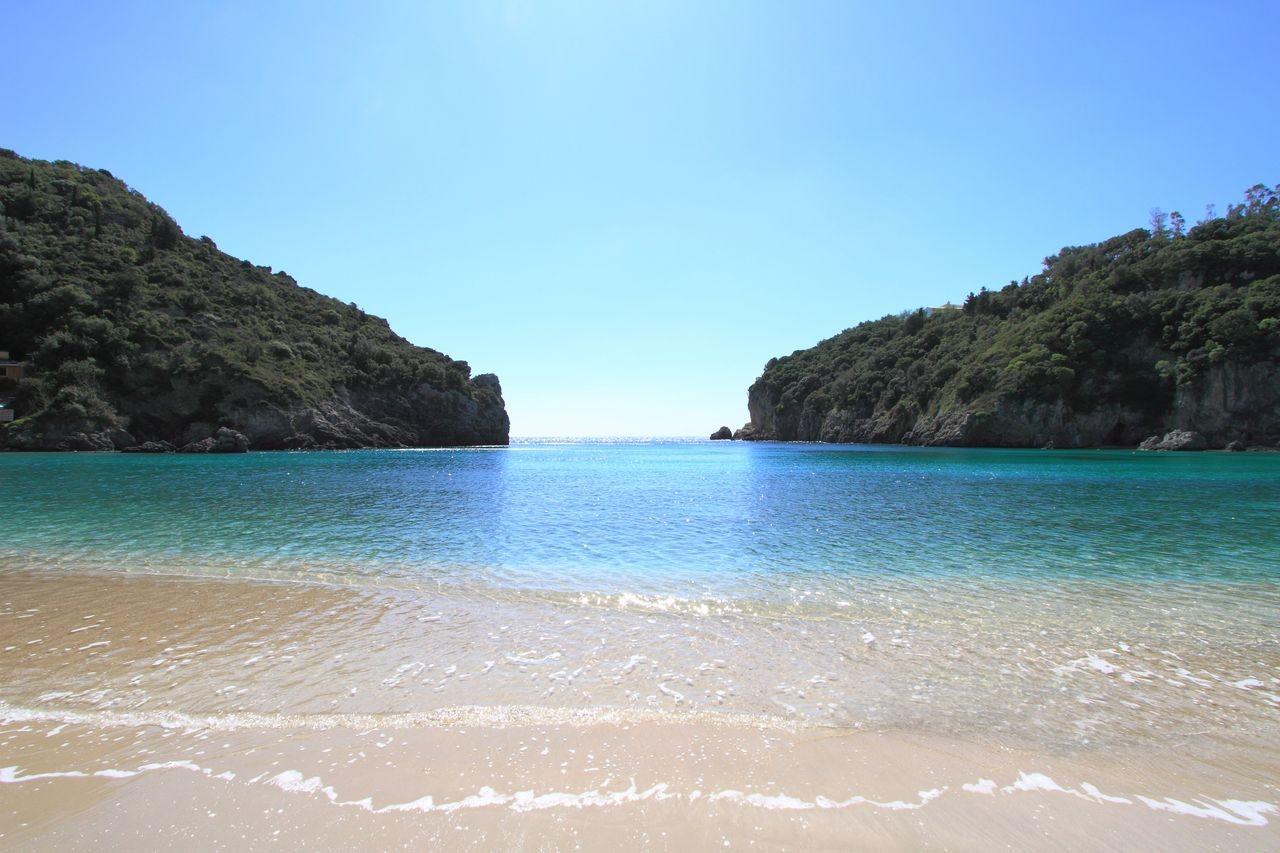 plaz paleokastritsa na korfu v grecku