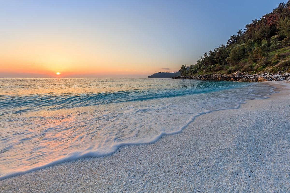 mramorova plaz saliari na thasosse v grecku