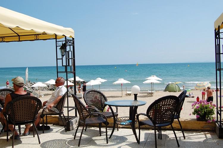 plaz, restauracia, etiketa, dovolenka, iris beach, ck satur