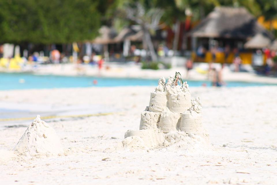 hrad z piesku, plaz, more, etiketa, pokuta, benatky, taliansko, ck satur