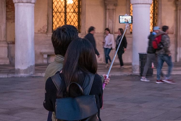 selfie tyc, milano, zakaz, dovolenka, poznvaci zajazd, taliansko, ck satur