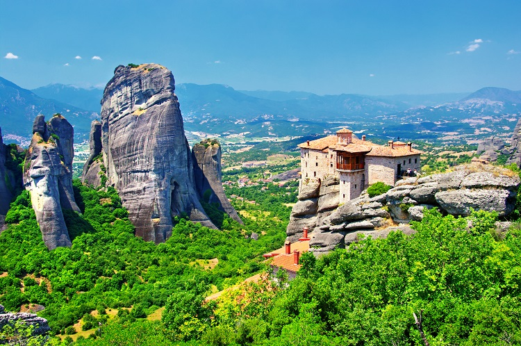 albansko, meteora, architektura, priroda, skaly, ck satur, poznvaci zajazd, prazdniny
