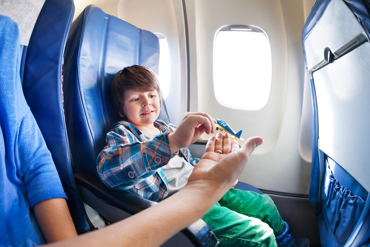 let s detmi, rodicia, letisko, letecke spolocnosti, ck satur, tablet, hry do lietadla
