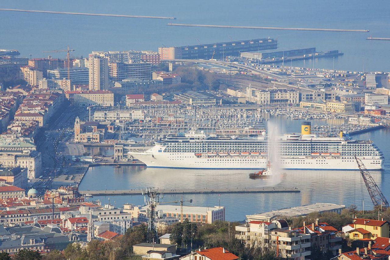 vyletna lod costa mediterranea