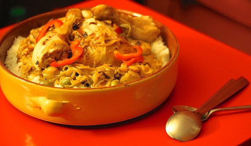 Senegalské jedlo poulet yassa