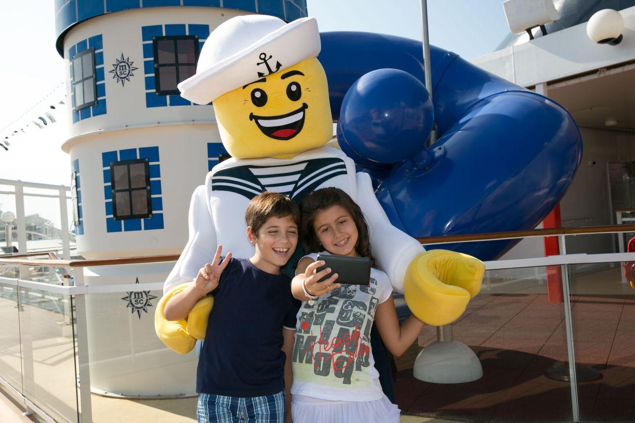 Deti na palube vyletnej lode