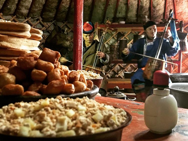 Jedlo a hudba v mongolsku