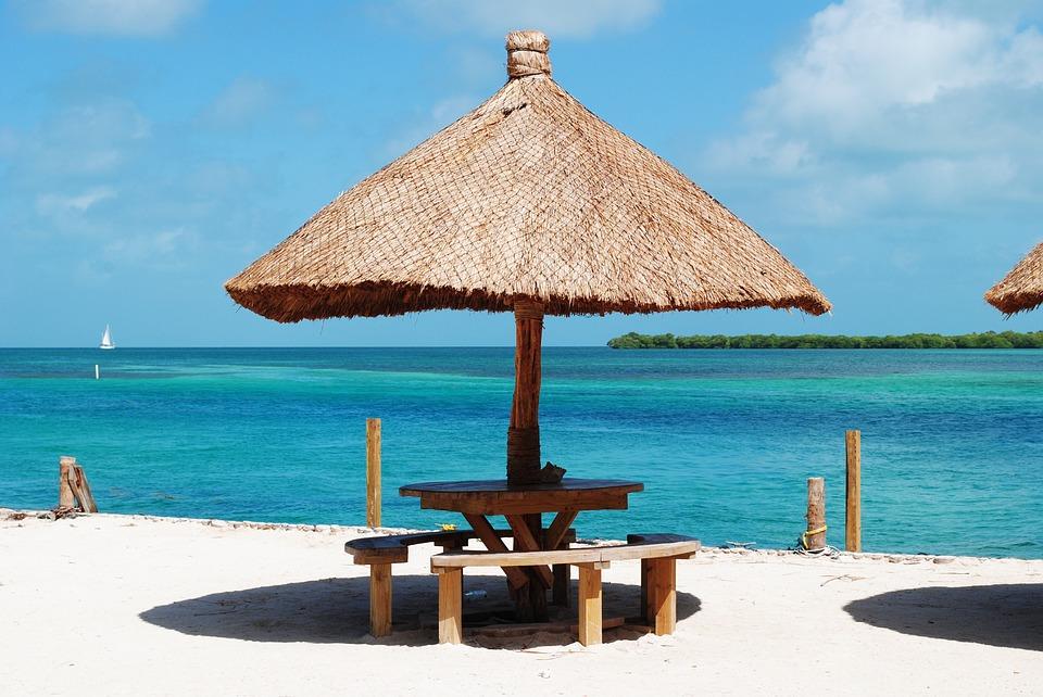 Plaz ostrova belize v karibiku