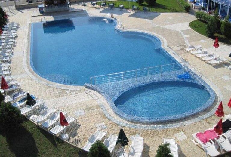 Bazén hotela Queen Nelly, Primorsko, Bulharsko