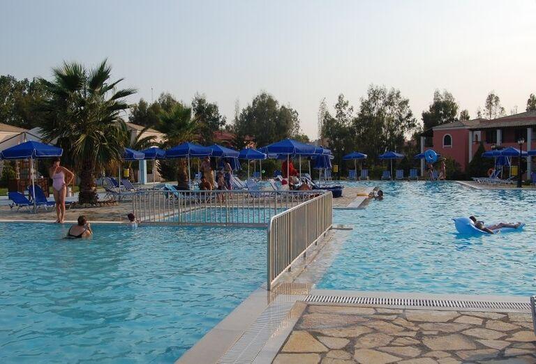grecko-korfu-acharavi-gelina-village-bazen