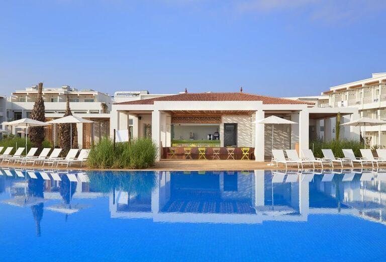 Hotel Melia Beach s bazénom