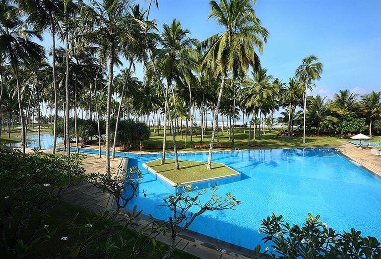 Bazén v hoteli The Blue Water