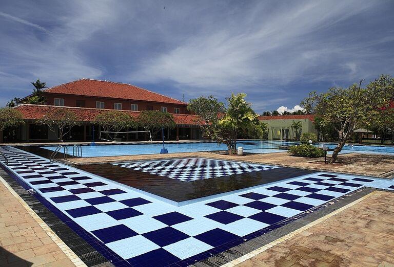 Pohľad na bazén v areáli hotela Club Palm Bay